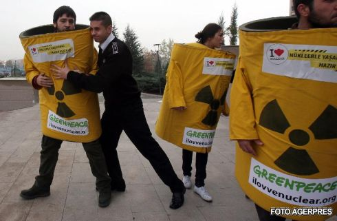 protest nuclear greenpeace