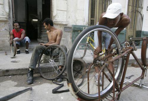 CUBA-YOUTH/CASTRO