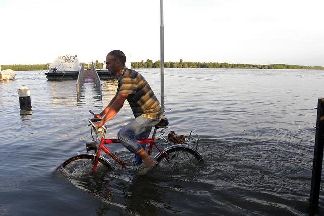 Aproape 3 milioane de români, expuși riscului de dezastre naturale