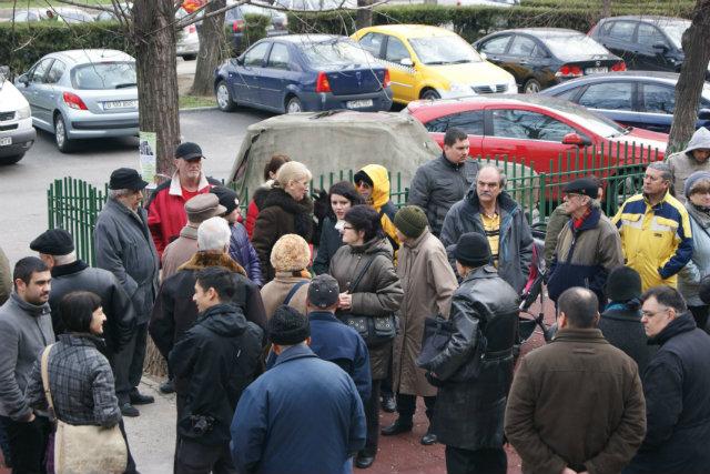 cetatenii asteapta reprezentantii primariei