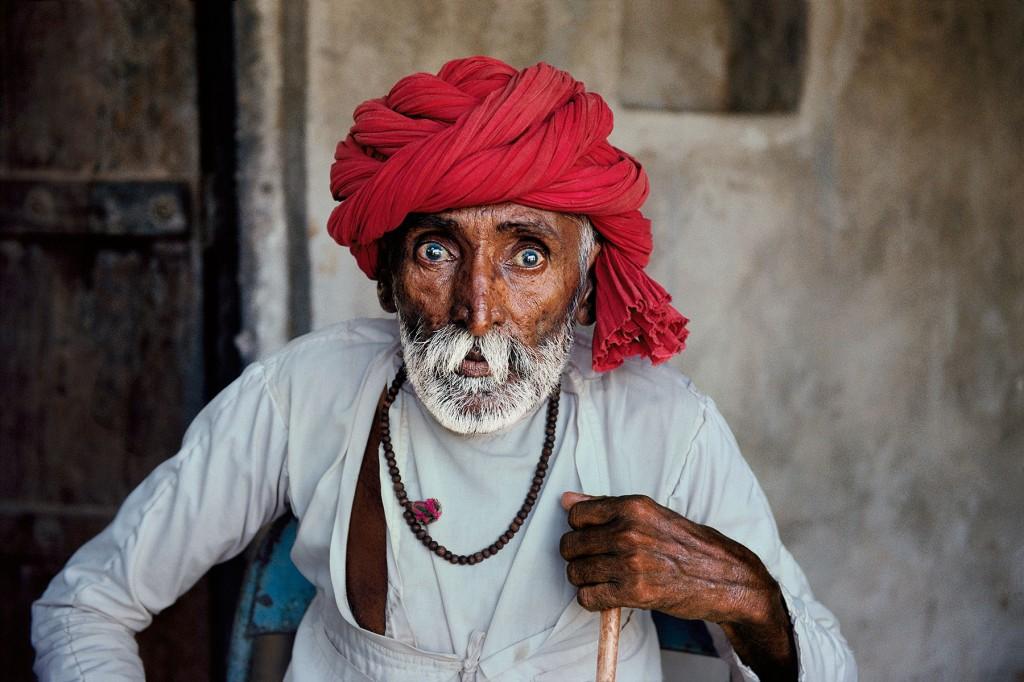 INDIA-11025
