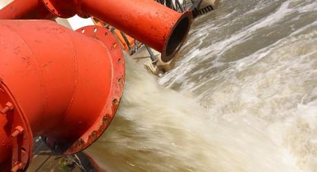 Un material revoluţionar poate curăţa rapid apa poluată
