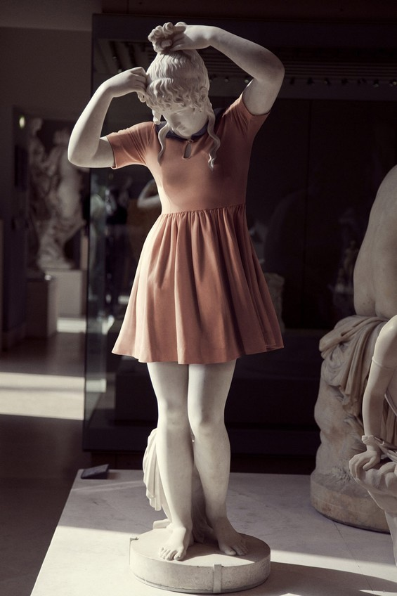 classical-sculptures-hipsters-8