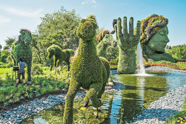 1683384-slide-s-1-edward-scissor-hands-type-botanical-garden-designs