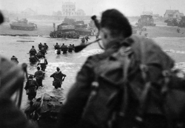 Commando troops landing from landing craft on Normandy beaches, during the D-Day landings, June 6, 1944