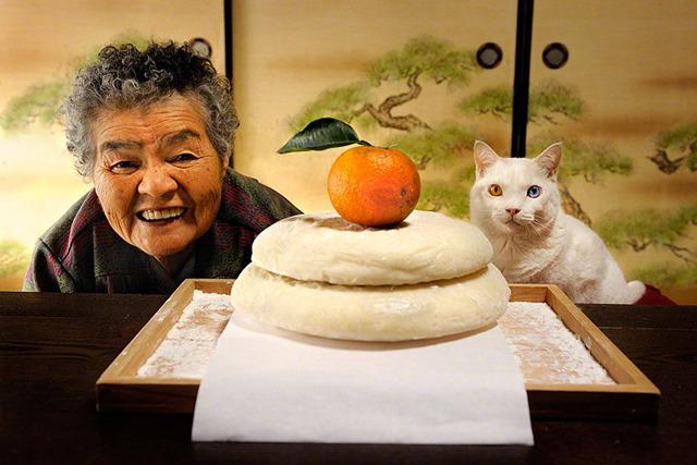 grandmother-and-cat-miyoko-ihara-fukumaru-1