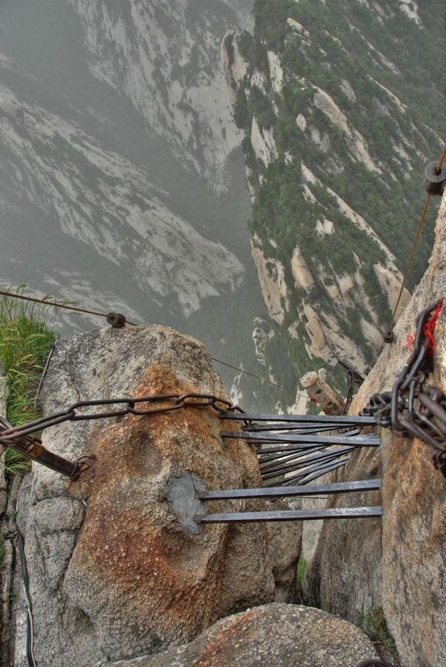 hiking-trail-huashan-mountain-china-5