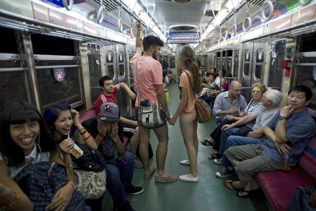 no-pants-subway-ride-22 buenos aires