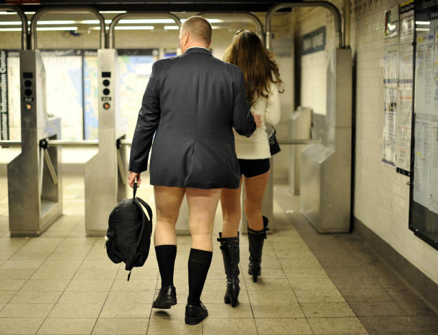 pants-subway-ride-new-york-city (1)