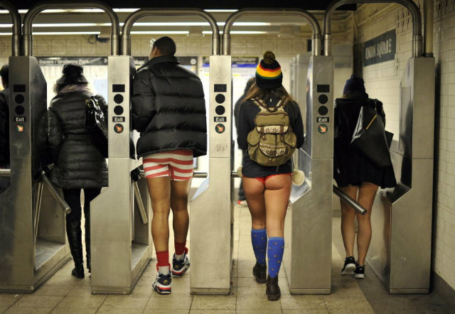 pants-subway-ride-new-york-city (5)
