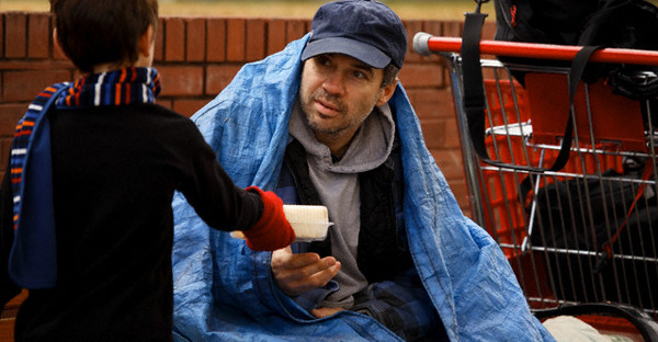 boy-giving-food-to-homeless-man-THANKSGIVING