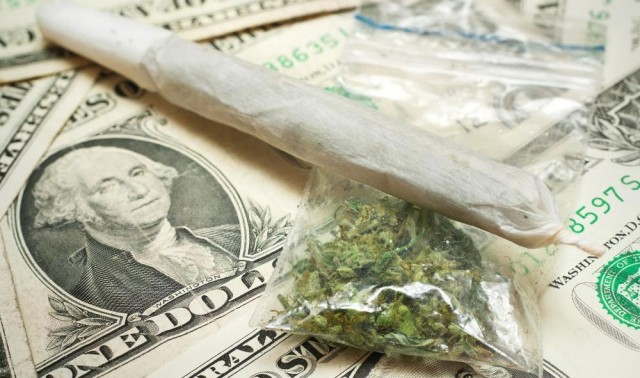 1369772837_marijuana-money-640x378