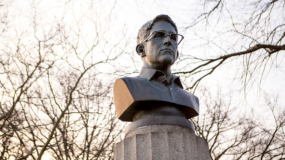 Snowden-Sculpture