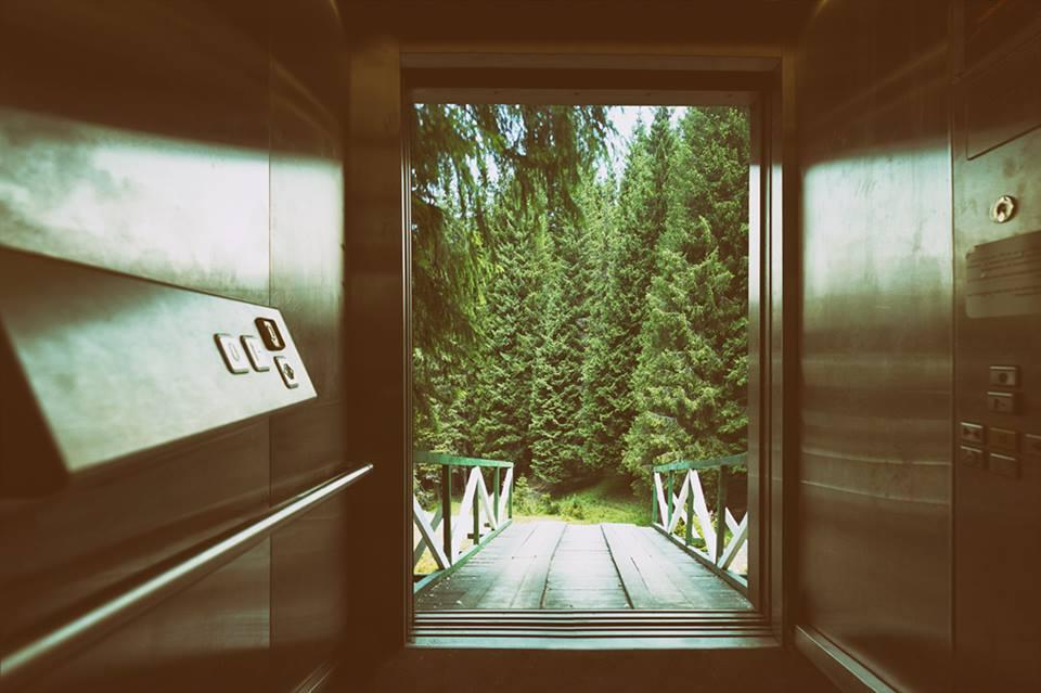 ieșirea din lift