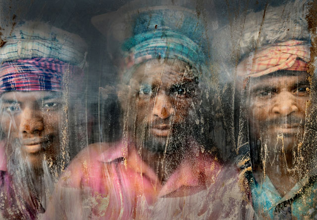 """Locul al II-lea: """"Muncitorii pietrișului,"""" de Faisal Azim"""