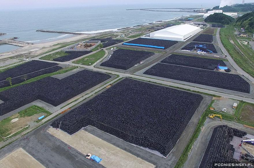 Mii de saci cu sol contaminat, într-unul din locurile de depozitare a deşeurilor radioactive