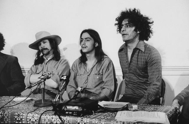 Mayer Vishner (centru), la o conferință de presă de la finalul anilor '60. Sursa: Justin Schein