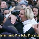 VIDEO Toleranţă: Un musulman francez legat la ochi aşteaptă îmbrăţişări ..