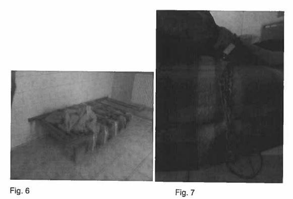 Imagini surprinse cu camera ascunsă, cu paturile unde erau legați cu lanțul pacienții de la Centrul  din Bolintin Vale. Centrul a fost închis în 2015. Sursa: Raport de monitorizare al CRJ