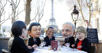 Protest organizat de Oxfam, în timpul negocierilor de la Paris. Foto: EPA