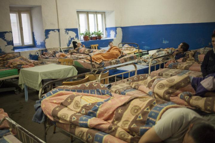 Dormitor dintr-un centre de reabilitare neuropsihiatrică. Foto: Odeta Catană