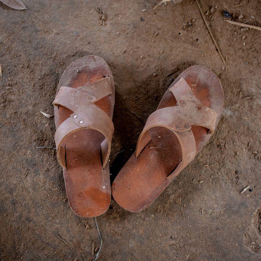 Cei mai buni pantofi ai unei familii din Cambodgia