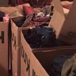 O fetiță de 12 ani strânge sute de haine de ..
