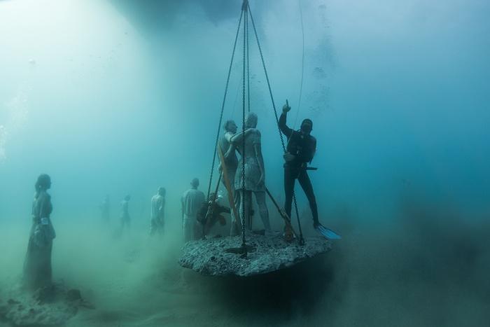 Sculptură scufundată în apele Atlanticului. Foto: Jason deCaires Taylor
