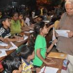 Proprietarul unui atelier din India a deschis o școală în ..