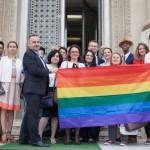 Curtea Constituțională permite avansarea inițiativei anti LGBT semnate de 3 ..