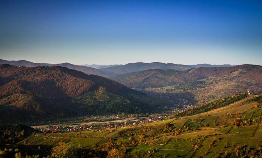 Vânători-Neamț, văzut de pe dealul Pipirigului. foto Felicia Aron
