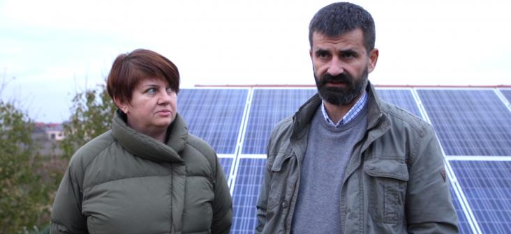 De vorbă cu micii producători de energie curată: Felicia și Marius, oengiștii care dau lecții despre energia solară